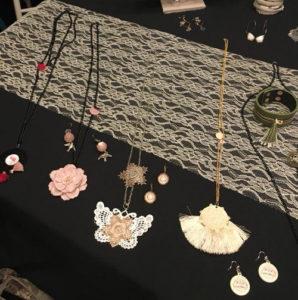 Colliers et bijoux créés par